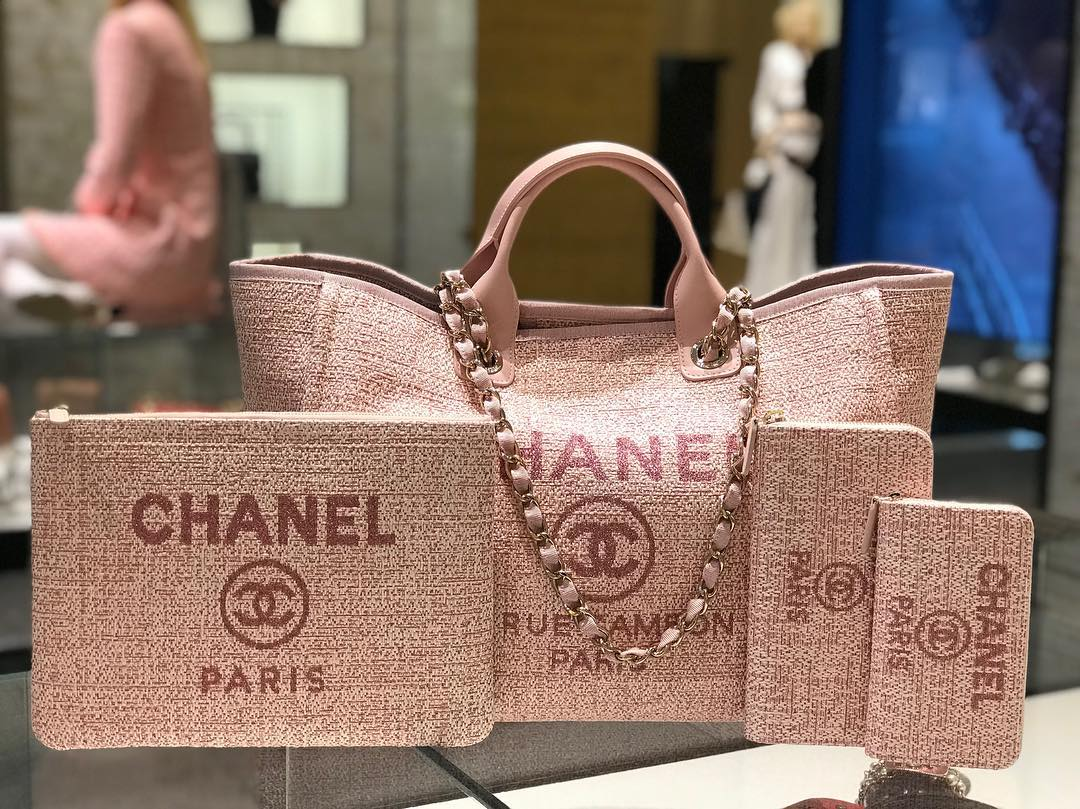 43cf3ea9acc1 lvlovercc So many beautiful 👁 candies 🍭 💕💕💕That DV tote in pink 🥰🙌🏼🙌🏼🙌🏼😲sooo girly and pretty💗Did you guys pick up any from the CHANEL  cruise ...